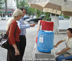 Кира Канаян и Армен Канаян тестируют напитки ШОРО.